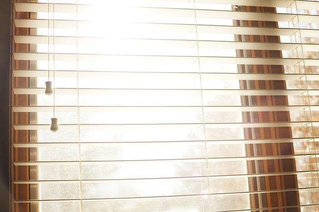 rolety na okně