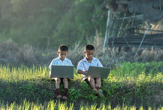 Děti Studie Z Laptop