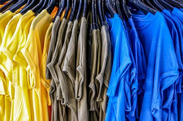 Variace barev základních triček
