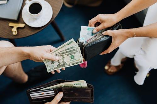 peníze peněženky